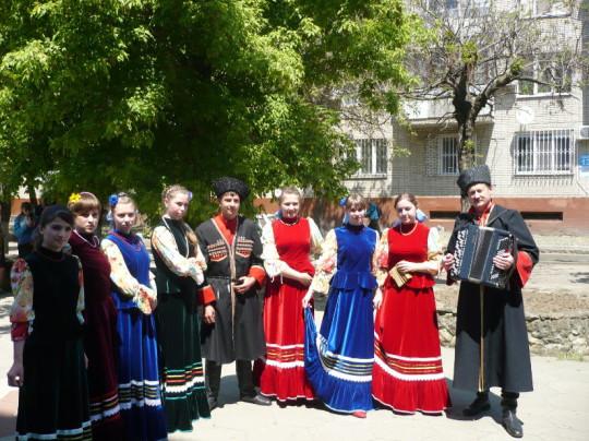 фольклорный ансамбль «Казачата» и вокальная группа «Квадро»